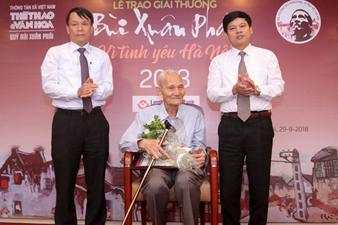 Ông Nguyễn Bá Đạm nhận Giải thưởng Bùi Xuân Phái - Vì Tình yêu Hà Nội 2018