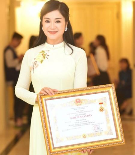 NSND Thu Hà hạnh phúc khi nhận danh hiệu NSND