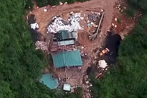 Cơ sở đốt rác thải điện tử nằm sâu trong núi giáp ranh huyện Mỹ Đức (Hà Nội) và huyện Lương Sơn (Hòa Bình)