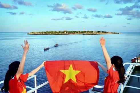 Các thế hệ người Việt trên toàn thế giới góp phần nhân lên sức mạnh đại đoàn kết toàn dân tộc để bảo vệ chủ quyền biển đảo của Tổ quốc