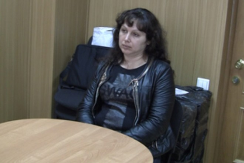 Yelena trong một buổi thẩm vấn