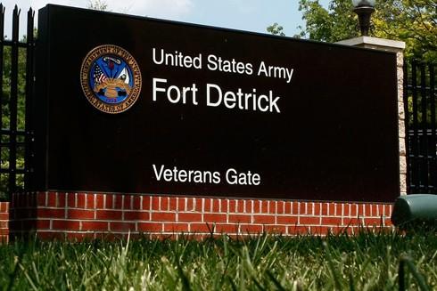 Fort Detrick, ở thị trấn Frederick, thuộc bang Maryland, cách Washington chừng 50 dặm