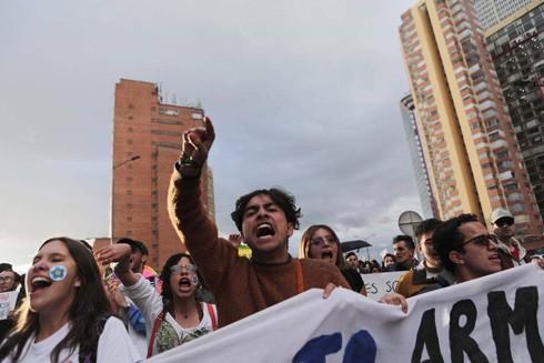 Người dân tuần hành phản đối các vụ giết hại nhà hoạt động xã hội tại Thủ đô Bogota, Colombia