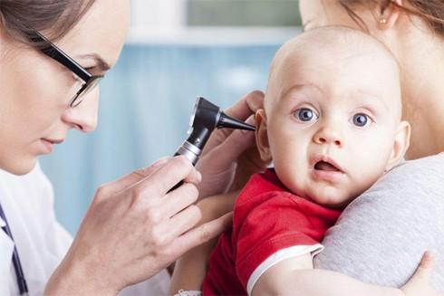 Việc sử dụng tăm bông lấy ráy tai có thể làm tổn thương tai và gây thủng màng nhĩ