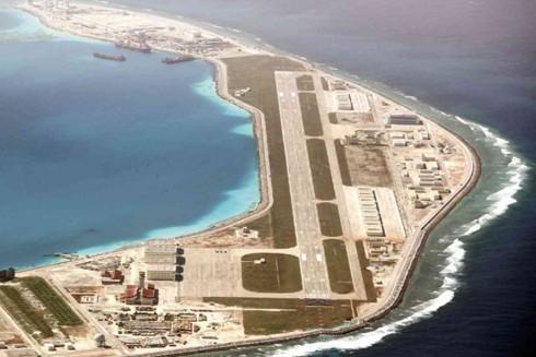 Các cơ sở quân sự Trung Quốc triển khai trái phép trên đảo nhân tạo Vành Khăn thuộc quần đảo Trường Sa của Việt Nam
