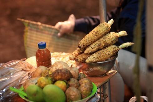 Nhấm nháp hương vị mùa đông trên từng góc phố Hà Nội