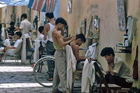 Các hàng cắt tóc ở phố Quang Trung quãng năm 1991-1993