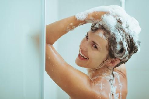 Nguyên tắc tắm mùa đông để tránh đột qụy ảnh 1
