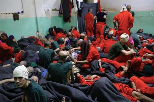Các tù nhân IS chen chúc trong các phòng giam chật hẹp và thiếu vệ sinh