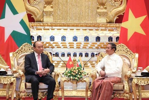 Thủ tướng Nguyễn Xuân Phúc hội kiến Tổng thống Myanmar Win Myint