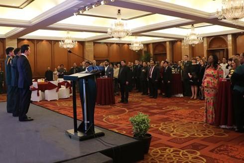 Tham dự buổi lễ có khoảng 200 khách mời là đại sứ, đại diện các phái bộ ngoại giao và đại diện cơ quan tùy viên quốc phòng các nước