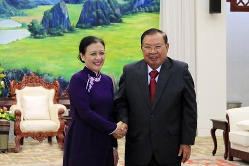 Tổng Bí thư, Chủ tịch nước Lào Bounnhang Vorachith tiếp bà Nguyễn Phương Nga, Chủ tịch Liên hiệp các tổ chức hữu nghị Việt Nam