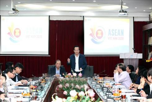 Bộ trưởng Bộ LĐ-TB&XH Đào Ngọc Dung và Thứ trưởng Bộ Ngoại giao Nguyễn Quốc Dũng chủ trì cuộc họp