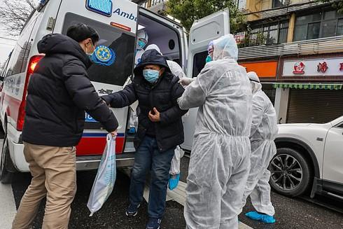 Những chuyện chưa kể về đội ngũ y bác sỹ trong tâm dịch ở Vũ Hán
