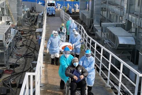 Bệnh viện Hỏa Thần Sơn mới xây ở Vũ Hán tiếp nhận 50 bệnh nhân nhiễm virus Corona đầu tiên sáng 4-2
