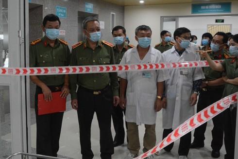 Thiếu tướng Nguyễn Khắc Thủy kiểm tra việc phòng chống dịch bệnh nCoV ở Bệnh viện 199 (Bộ Công an) tại Đà Nẵng