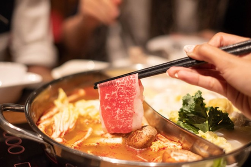 Dựa vào màu sắc, mùi vị có thể nhận biết nước lẩu có chứa hóa chất độc hại hay không