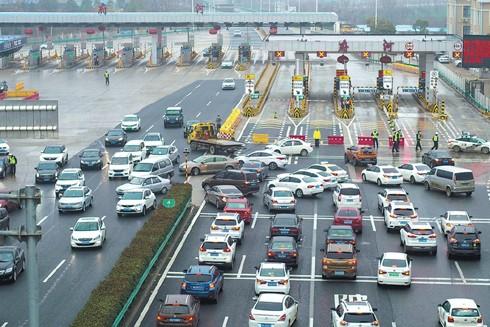 Vũ Hán vẫn siết chặt lệnh phong tỏa mọi tuyến đường cao tốc nối với bên ngoài