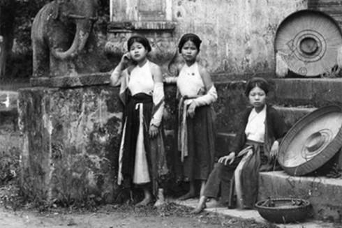 Váy yếm Hà thành xưa và tích cũ đào nương đất Thăng Long dùng hạ y giết giặc