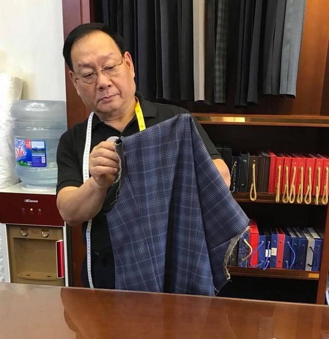 Bên cạnh một diễn viên nổi danh, NSND Tiến Đạt còn là một thợ may tài hoa