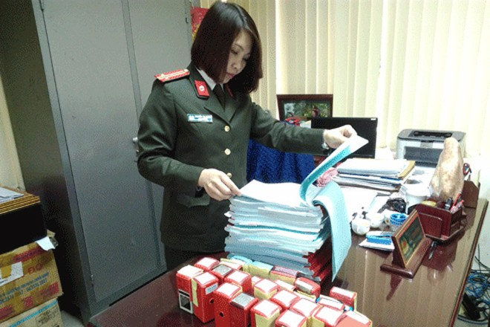 Trung tá Nguyễn Thị Dung trong một lần phá án