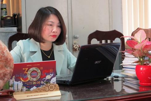 Bên cạnh công việc, Trung tá Nguyễn Thị Dung vẫn hoàn thành nhiệm vụ của một người vợ, người mẹ đảm đang
