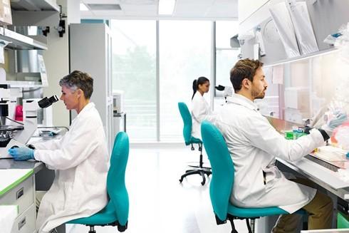 Các nhà khoa học trên thế giới đang nỗ lực chế tạo vaccine ngăn chặn Covid-19