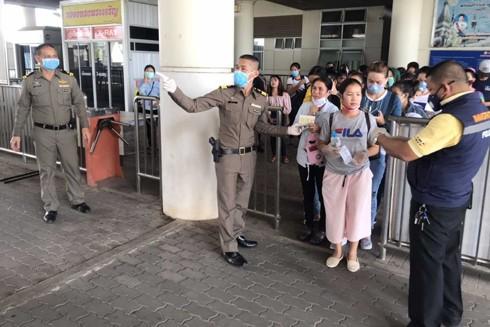 Trong số lao động đang ồ ạt rời khỏi Bangkok có nhiều người nhập cư từ Lào, Việt Nam