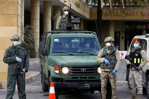 Quân đội Jordan bảo vệ nghiêm ngặt tại một khách sạn được sử dụng để cách ly