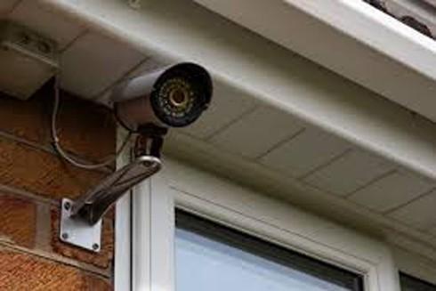 Lén lút lắp camera trong nhà người yêu là xâm phạm quyền bí mật đời tư (Ảnh minh họa)