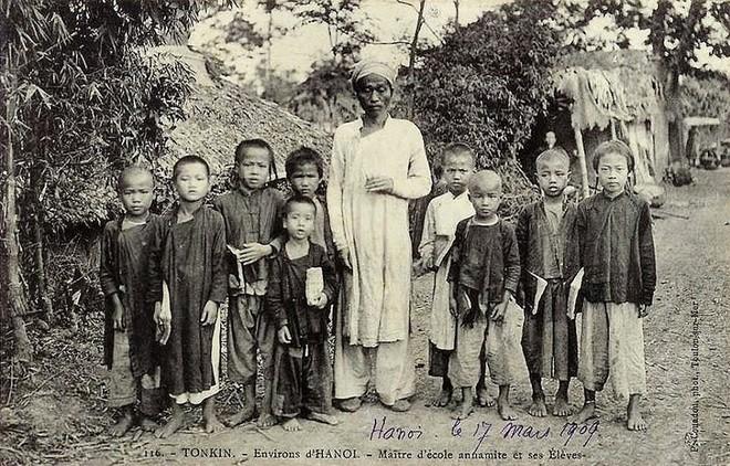 Một lớp học vùng ven Hà Nội (1909)