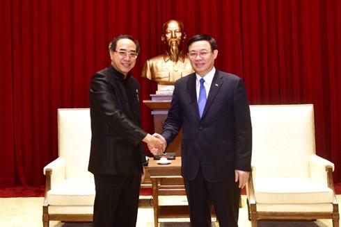 Ủy viên Bộ Chính trị, Bí thư Thành ủy Hà Nội Vương Đình Huệ tiếp Đại sứ đặc mệnh toàn quyền Vương quốc Thái Lan tại Việt Nam Tanee Sangrat