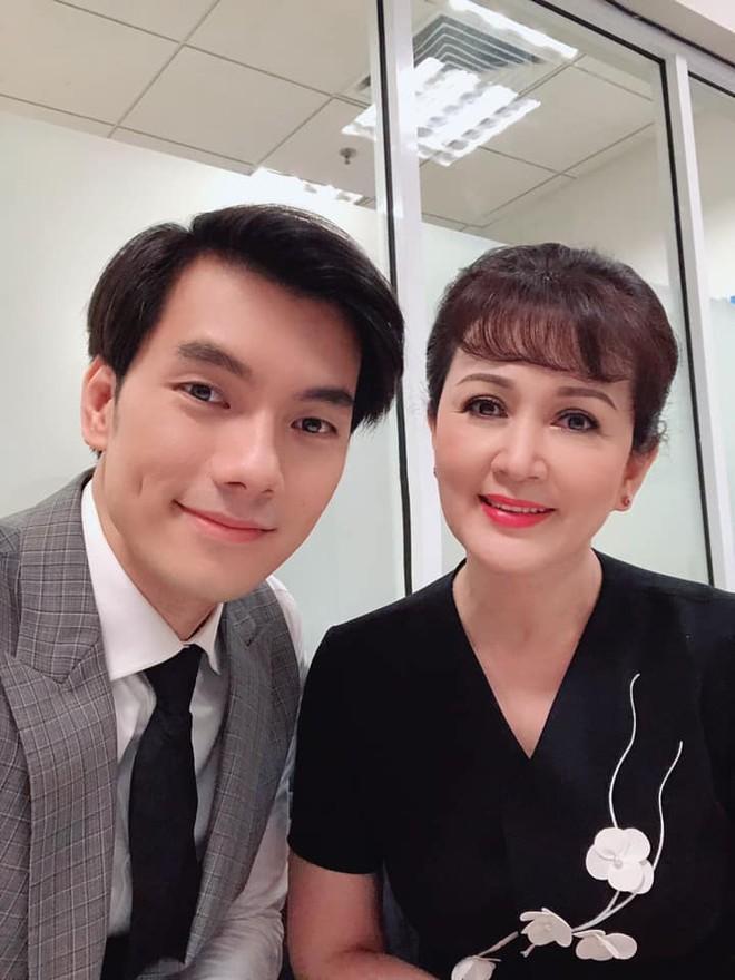 """NSND Minh Hòa và diễn viên Nhan Phúc Vinh trong phim """" Tình yêu và tham vọng"""""""