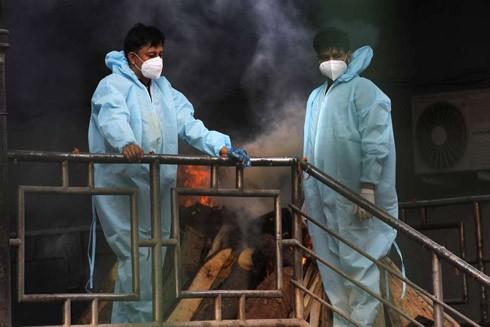 Đại dịch Covid-19 khiến cho các nghĩa trang và đài hỏa táng ở New Delhi hoạt động hết công suất