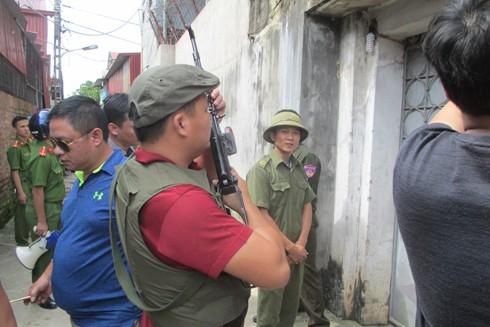 Phóng viên Báo An ninh Thủ đô tại hiện trường vụ truy bắt nhóm tội phạm nguy hiểm đang ẩn náu tại xã Kim Lũ, huyện Sóc Sơn, TP Hà Nội