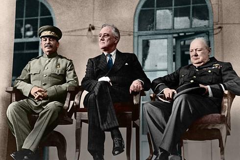 3 nguyên thủ của Liên Xô, Mỹ và Anh thuộc phe Đồng minh tại Hội nghị thượng đỉnh ở Tehran ngày 28-11-1943