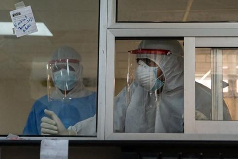 Cả người bệnh lẫn bác sĩ ở Pakistan đều tuyệt vọng vì dịch Covid-19 ảnh 1