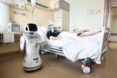 Robot được sử dụng để chăm sóc bệnh nhân nhiễm Covid-19