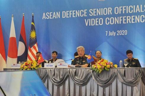 Thượng tướng Nguyễn Chí Vịnh - Thứ trưởng Bộ Quốc phòng phát biểu tại hội nghị
