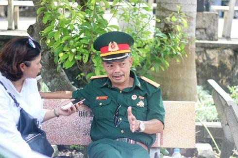 Cựu chiến binh Bùi Quang Nghĩa trò chuyện cùng phóng viên ANTĐ (ảnh: VT)