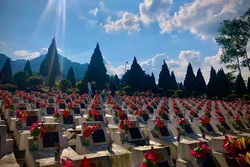 Nghĩa trang Vị Xuyên những ngày tháng 7 (ảnh: VQ)