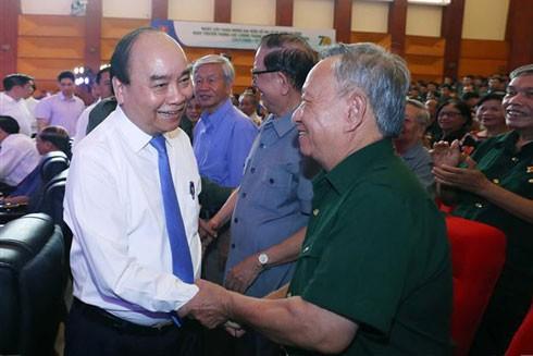 Thủ tướng Nguyễn Xuân Phúc thăm hỏi các cựu Thanh niên xung phong