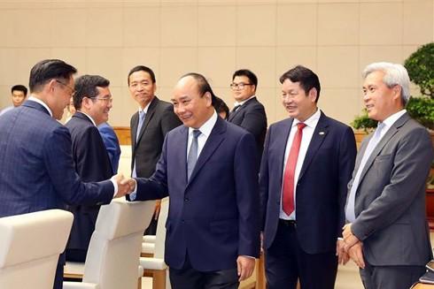 Thủ tướng Nguyễn Xuân Phúc với lãnh đạo các doanh nghiệp tiêu biểu