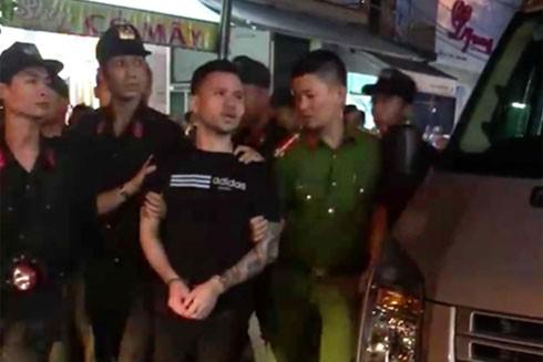 Đối tượng Nguyễn Văn Năm bị cơ quan Công an dẫn giải đến địa điểm từng thực hiện hành vi phạm tội