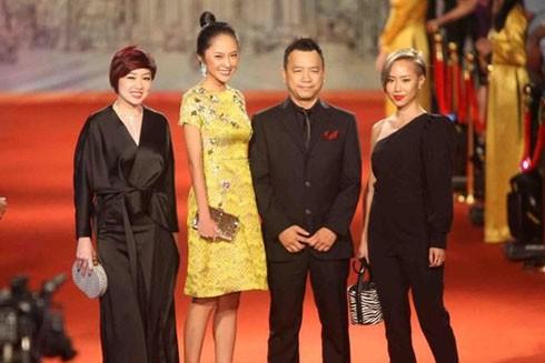 Các nghệ sĩ trên thảm đỏ Liên hoan phim quốc tế Hà Nội lần thứ năm