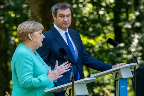 Thủ tướng Đức Angela Merkel trong chuyến thăm bất ngờ đến vùng Bavaria hôm 14-7