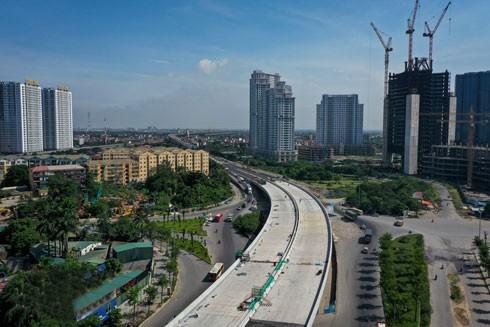 Đường vành đai 3 trên cao đoạn Mai Dịch -cầu Thăng Long đang gấp rút hoàn thành những công đoạn cuối cùng, dự kiến đưa vào hoạt động từ tháng 10-2020