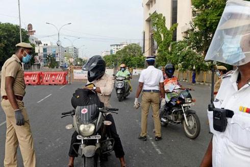 Cảnh sát Ấn Độ vất vả hơn với số vụ tội phạm gia tăng sau khi nới lỏng hạn chế chống dịch Covid-19