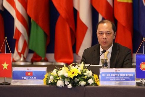 Thứ trưởng Bộ Ngoại giao Nguyễn Quốc Dũng chủ trì Hội nghị trực tuyến EAS tối 20-7