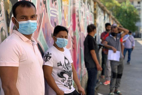Hàng chục nghìn lao động nhập cư người Bangladesh ở Italia phải vào viện xét nghiệm Covid-19
